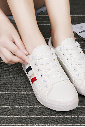 The new fashion low joker white shoe for recreational shoe flat shoes